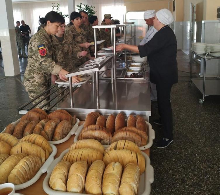 В ВСУ похвастались изменениями в питании военных (ФОТО)